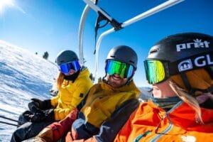 Ski helmet guide