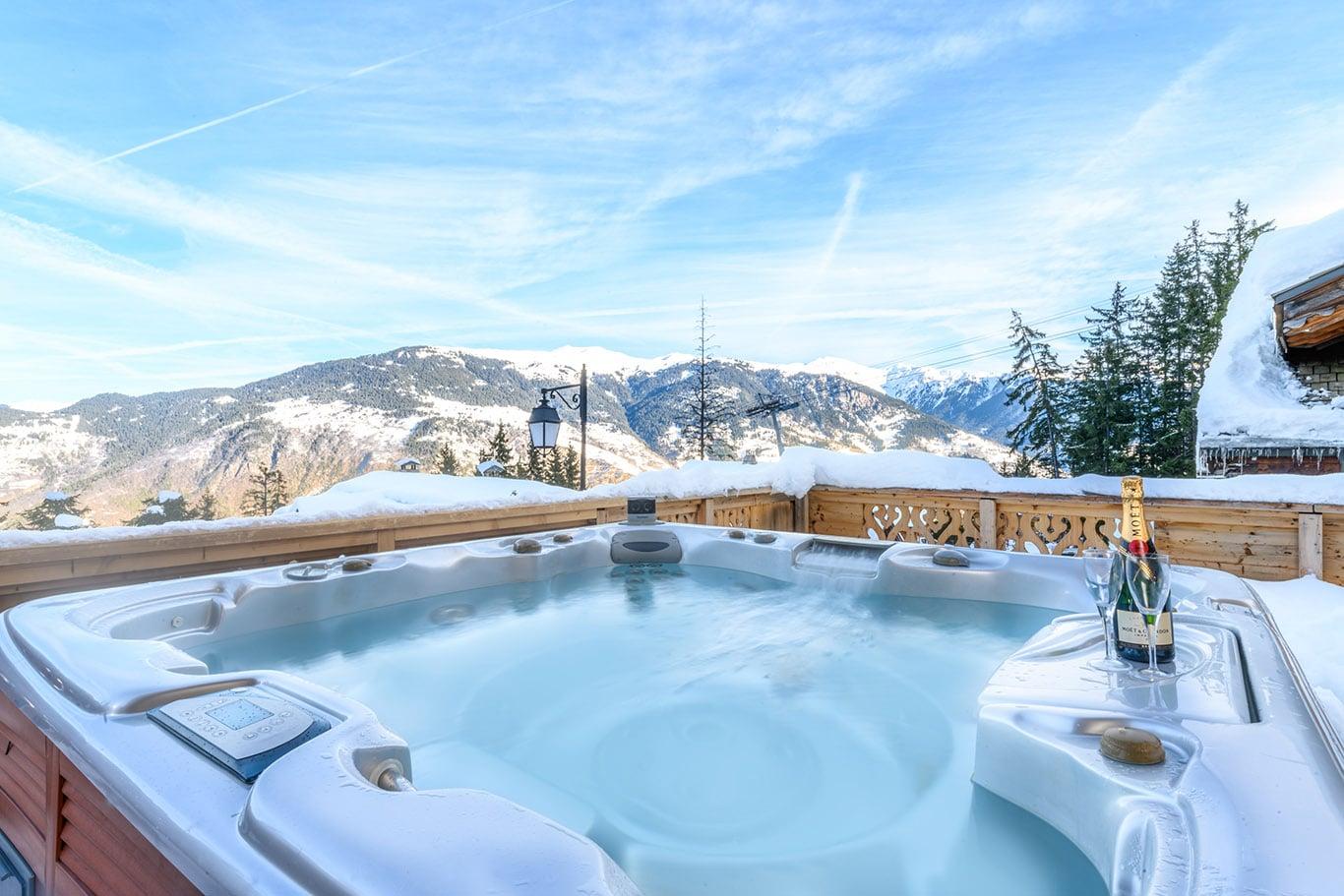 Chalet de Mon Pere hot tub