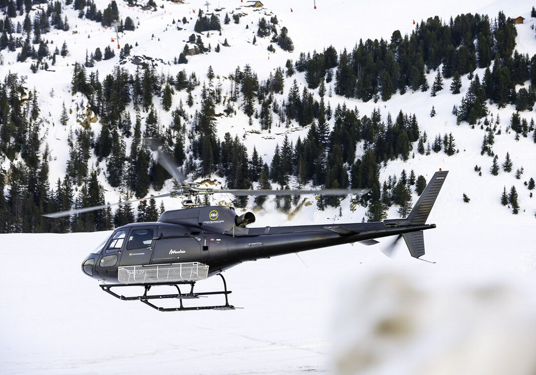 Helicopter arriving in Courchevel